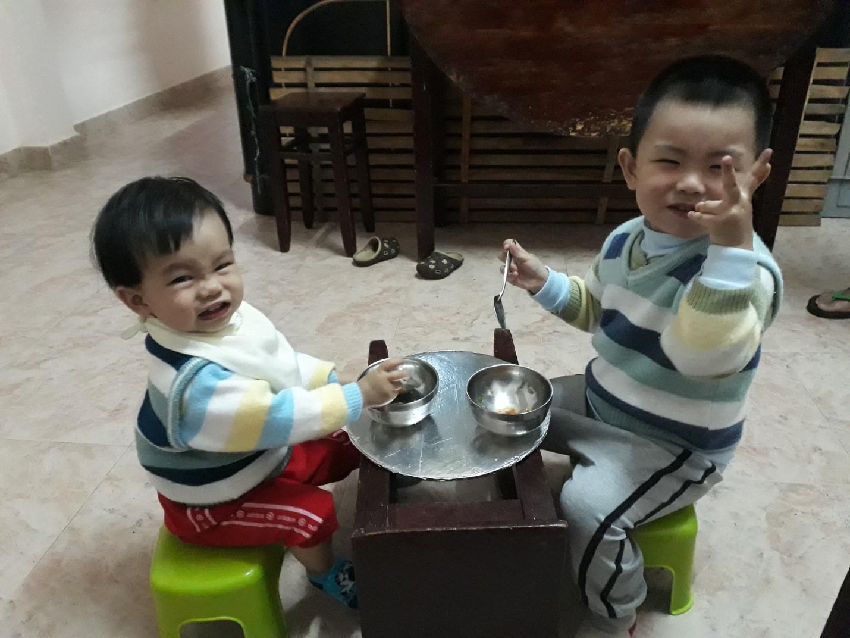 2 bé ăn được, ngủ được, khỏe mạnh kháu khỉnh từ ngày dùng BigBB Plus(Ảnh: NVCC)