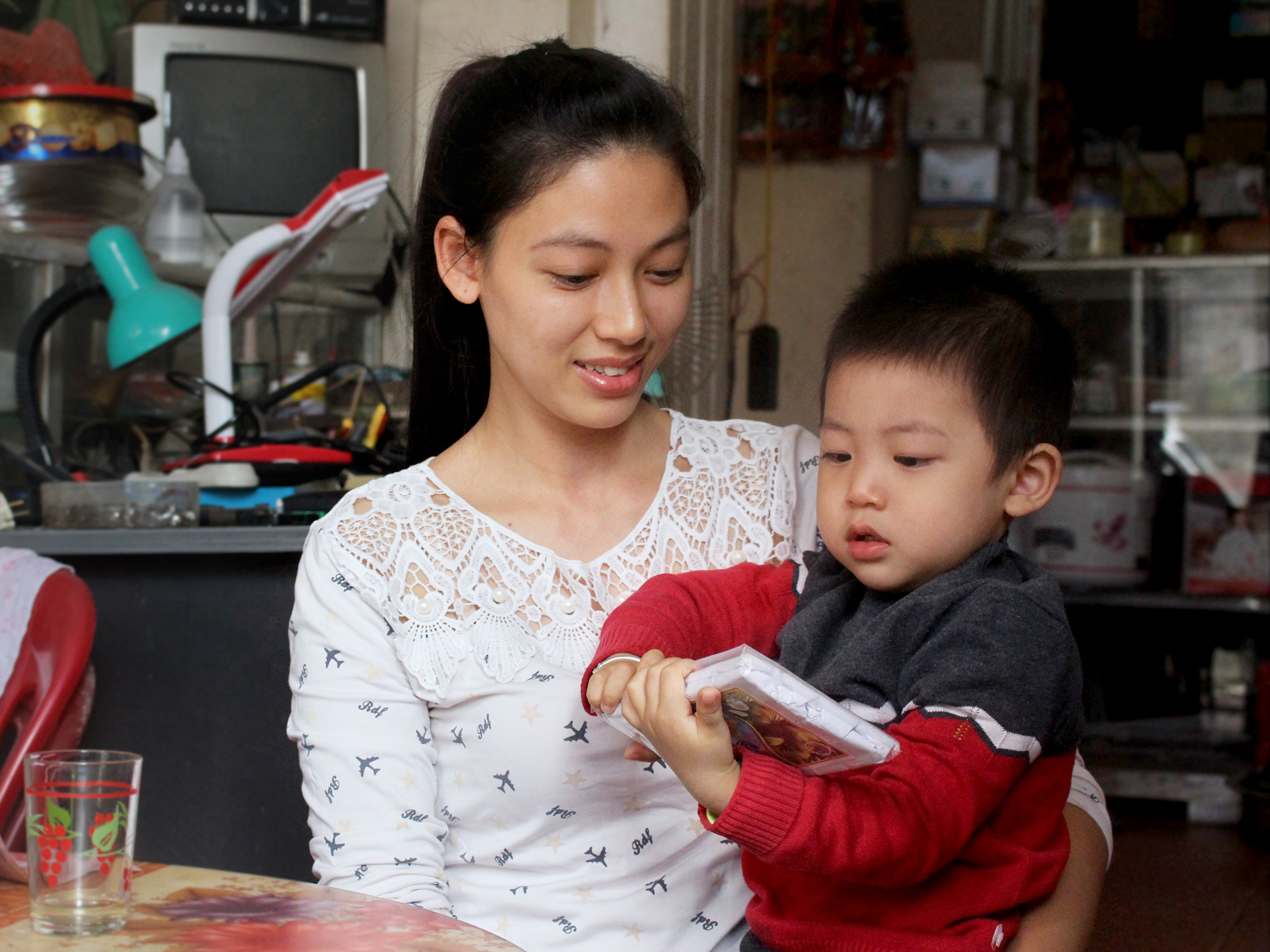 Bé Bi từng khiến mẹ vô cùng lo lắng vì quãng thời gian ốm triền miên (Ảnh: NVCC)