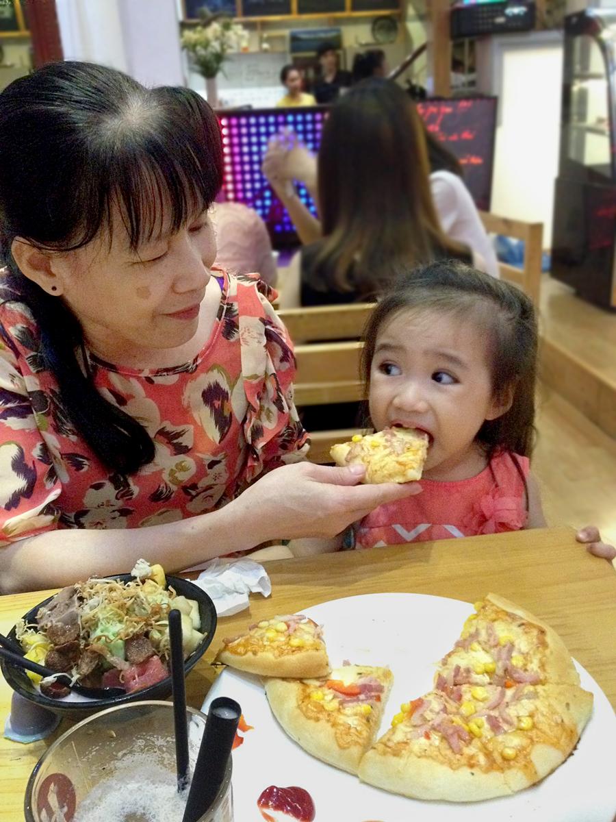 Bà Thanh và bé Nhi (Ảnh NVCC)